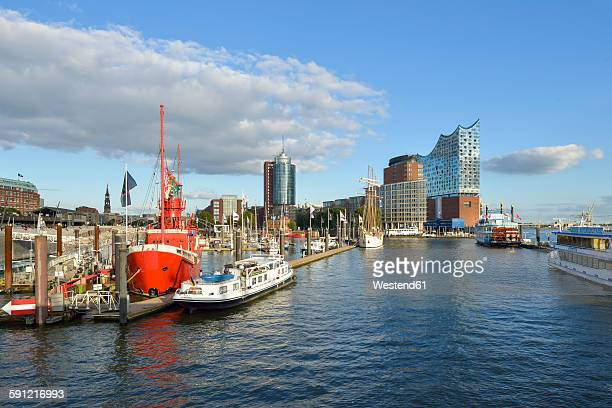 Germany, Harbour with Elbphilharmonie and Hanseatic Trade Center in background