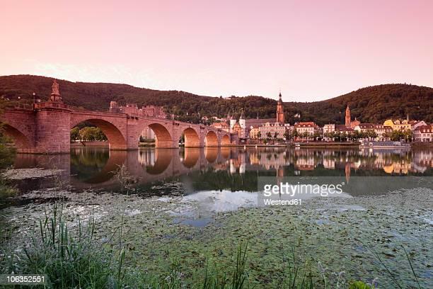 germany, heidelberg, view of old bridge over neckar river with castle in background - heidelberg stock-fotos und bilder