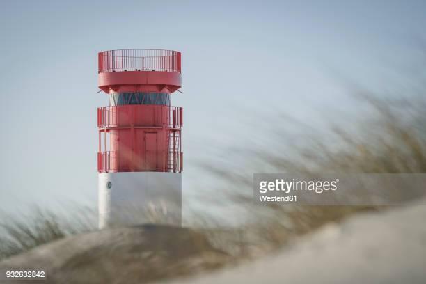 germany, helgoland, lighthouse on duene island - helgoland stockfoto's en -beelden
