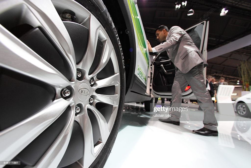 Germany Hesse Frankfurt am Main - 63th International Motor Show ( IAA ): visitor is interested in a car of the manufacturer Kia : News Photo