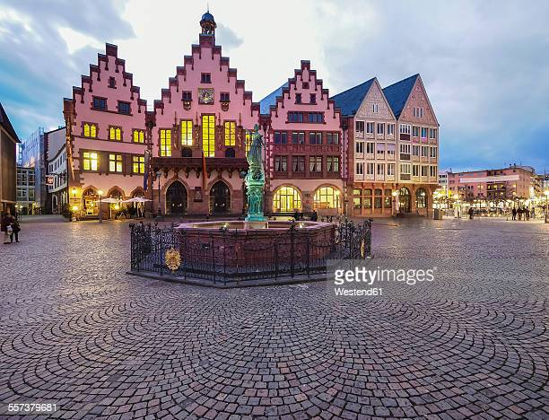 Germany, Hesse, Frankfurt, Roemerberg, Fountain of Justice and old town hall at dusk