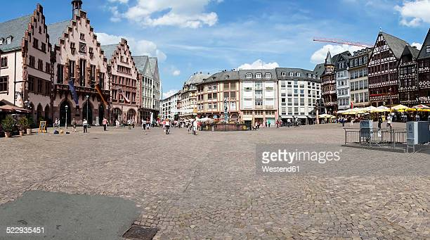 germany, hesse, frankfurt, roemerberg with historical townhall and fountain of justice - städtischer platz stock-fotos und bilder