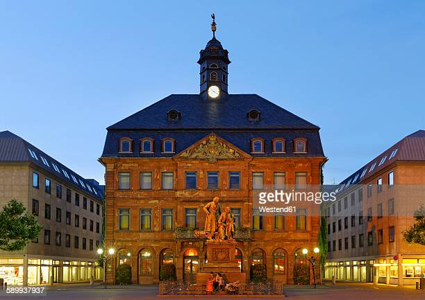 Germany, Hesse, Hanau, Neustadt town hall with Brothers Grimm monument