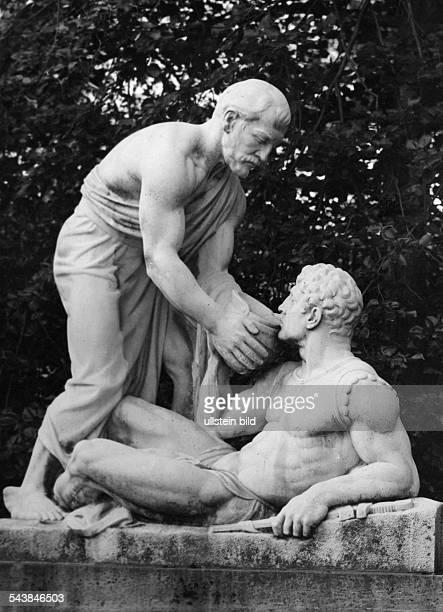 Germany, Hesse People's State: Bad Homburg: fountain 'Samariterbrunnen' in the Kurpark- Sculptor Prof. Hugo Kaufmann - ca. 1940- Photographer: T.H....