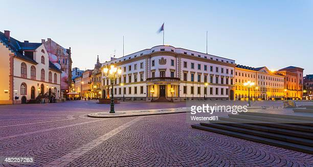 Germany, Hesse, Wiesbaden, Hessian Landtag in Stadtschloss and pedestrian area