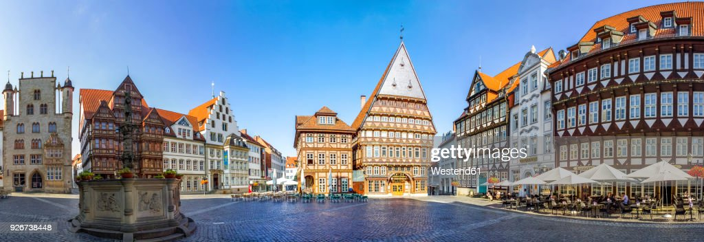 Germany, Hildesheim, Market place with Roland fountain and Butchers' Guild Hall : Stock Photo