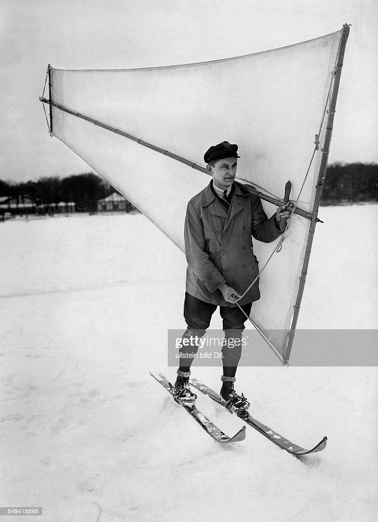 Ice yachting, ski sailing on a lake... : News Photo