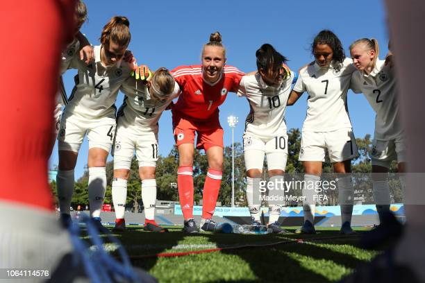Germany in a huddle before the FIFA U-17 Women's World Cup Uruguay 2018 group C match between Germany and USA at Estadio Charrua on November 21, 2018...