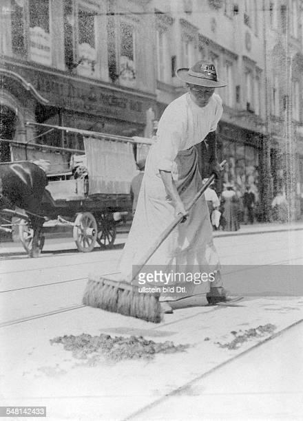 Germany Kingdom Bavaria Munich A street cleaner at work around 1900 Photographer Philipp Kester Vintage property of ullstein bild