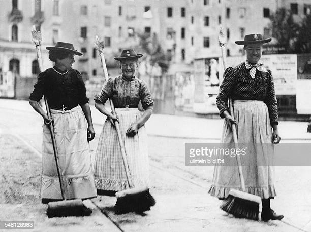 Germany Kingdom Bavaria Munich Women sweeping the street around 1900 Photographer Philipp Kester Vintage property of ullstein bild