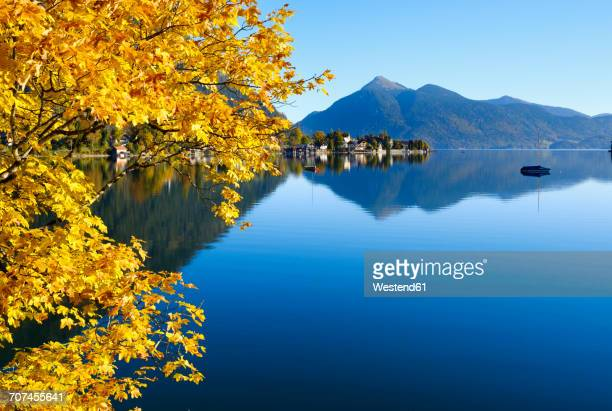 Germany, Kochel am See, view of Lake Walchensee and Jochberg mountain in the background