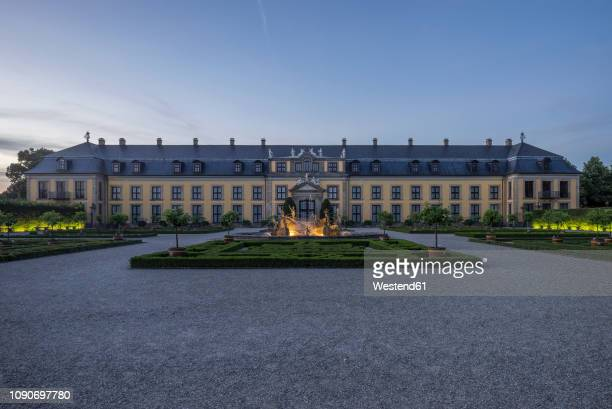 germany, lower saxony, hanover, herrenhaeuser gaerten, orangenparterre galery and neptun fountain in the evening - hanover germany stock pictures, royalty-free photos & images