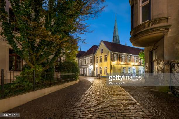 Germany, Lower Saxony, Oldenburg, Kleine Kirchstrasse, View to St. Lamberti, blue hour