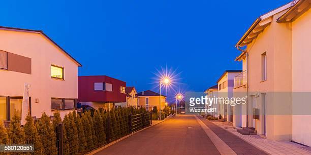 germany, ludwigsburg, development area, one-family houses at dusk - menschliche siedlung stock-fotos und bilder