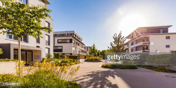germany, ludwigsburg, residential area with modern multi-family houses - menschliche siedlung stock-fotos und bilder