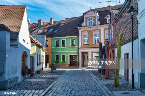 germany, luebbenau, view of apothekengasse in the old town - land brandebourg photos et images de collection