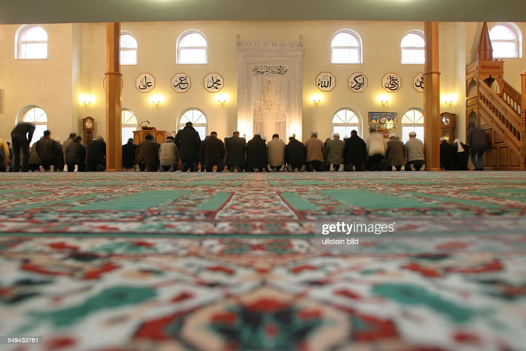 DEU, Germany, Marl, prayer in the mosque : News Photo