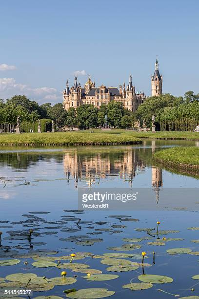Germany, Mecklenburg-Vorpommern, Schwerin, castle with garden