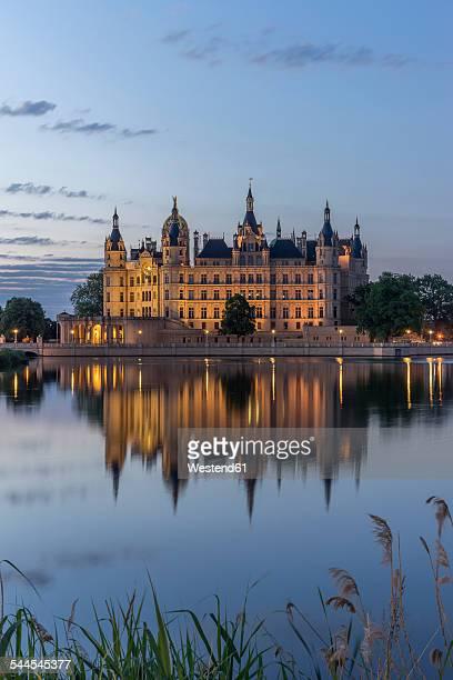 Germany, Mecklenburg-Vorpommern, Schwerin, Schwerin Castle at dawn
