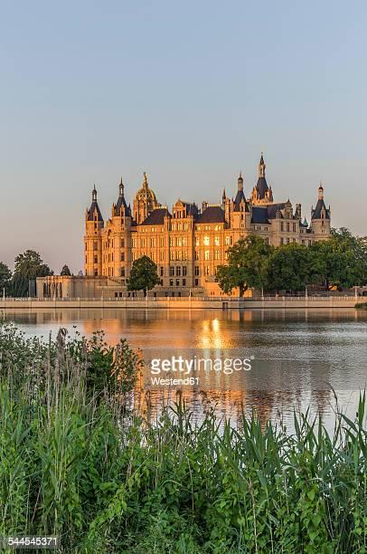 Germany, Mecklenburg-Vorpommern, Schwerin, Schwerin Castle at dusk