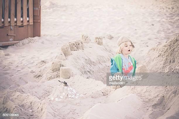 Germany, Mecklenburg-Western Pomerania, Ruegen, Boy on sandy beach