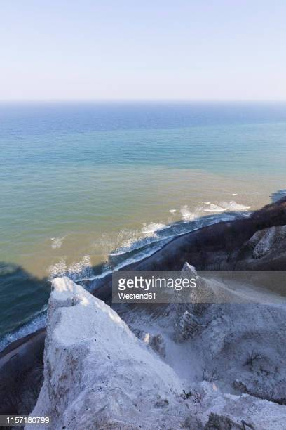 germany, mecklenburg-western pomerania, ruegen, jasmund national park, chalk cliff koenigsstuhl - 炭酸石灰 ストックフォトと画像