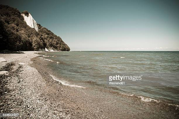 Germany, Mecklenburg-Western Pomerania, Ruegen, view to the seafront with famous chalk cliff in the background
