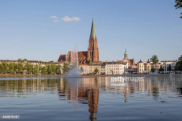 Germany, Mecklenburg-Western Pomerania, Schwerin, Schwerin Cathedral and Pfaffenteich pond