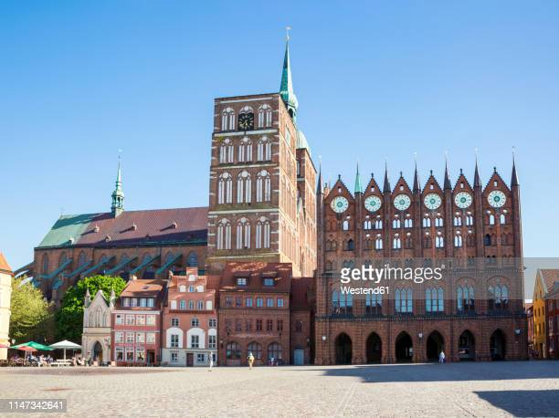 germany, mecklenburg-western pomerania, stralsund, old town, st. nicholas' church and townhall - mecklenburg vorpommern stock pictures, royalty-free photos & images