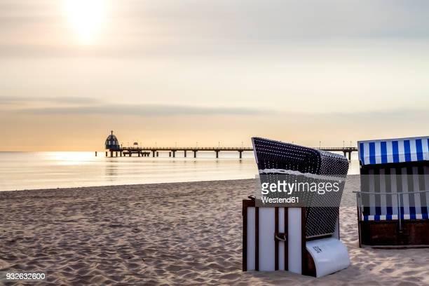 germany, mecklenburg-western pomerania, zinnowitz, sea bridge and beach in the evening - ツィノヴィッツ ストックフォトと画像