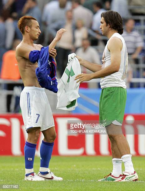 Mexican forward Jose Fonseca and Japanese midfielder Hidetoshi Nakata exchange jersey at the end of the Confederations cup football match Japan vs...