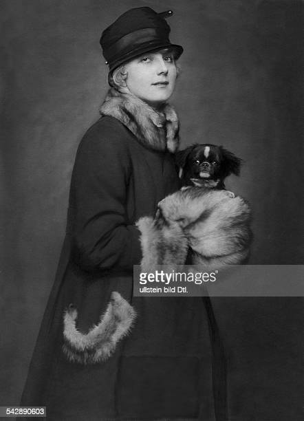 Germany Mrs Riemer with her prizewinning Pekingese dog date unknown around 1917