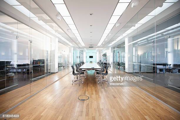 germany, munich, conference room - perspectiva espacial - fotografias e filmes do acervo