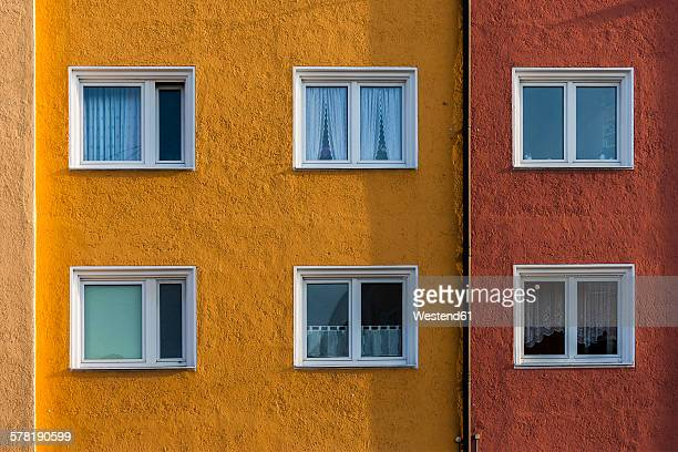germany, munich, facade and windows of a multi-family house - gebäudefront stock-fotos und bilder