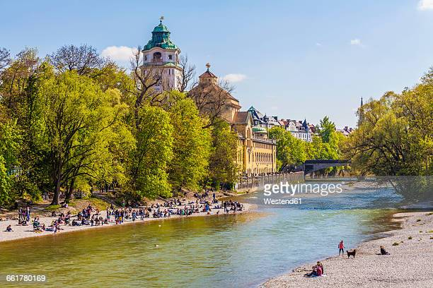 germany, munich, view to mullersches volksbad and people on the beach - münchen stock-fotos und bilder