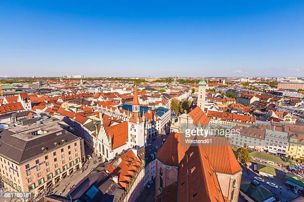 germany, munich, view to the old town with heilig-geist-kirche and old city hall - kirche stock pictures, royalty-free photos & images