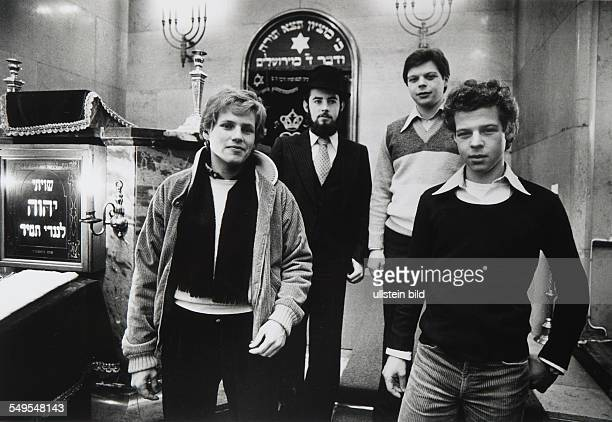 Germany Munich young Jews in the synagogue
