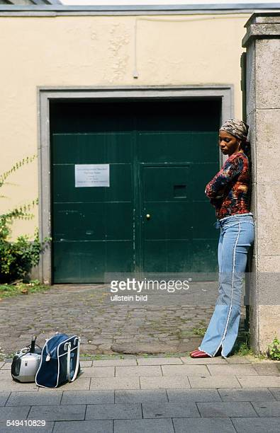 DEU Germany Neuss place of detention remand pending deportation woman from Liberia is leaving