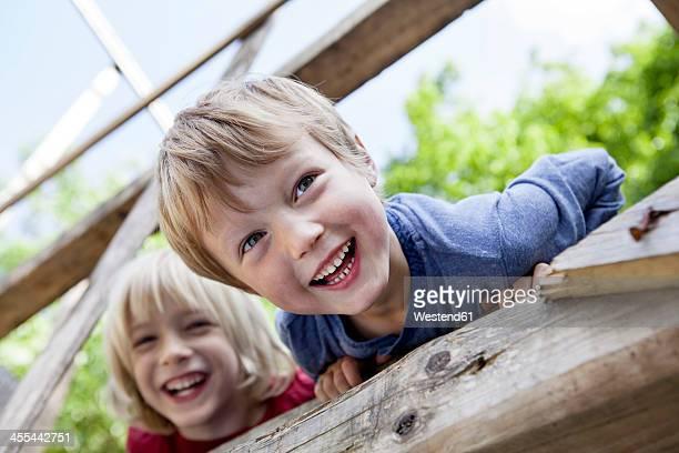 germany, north rhine westphalia, cologne, boys playing in playground, smiling - kinderspielplatz stock-fotos und bilder
