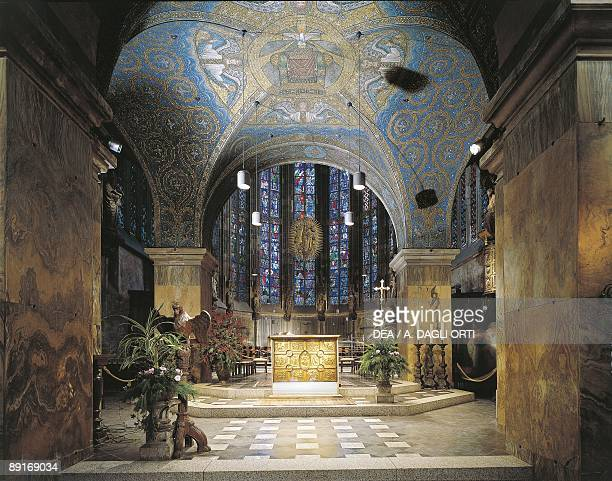 Germany North RhineWestphalia Aachen Aachen cathedral Interior of Palatine Chapel high altar and famous Pala d'Oro