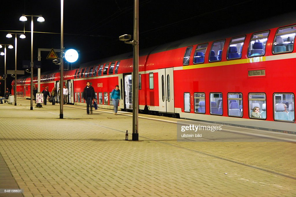 Germany North Rhine-Westphalia Aachen - local train RE9 from Hamm to Aachen at the platform of the railway station : News Photo