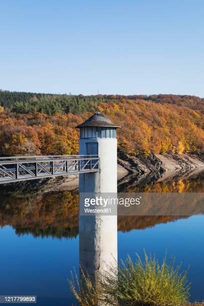 germany, north rhine-westphalia, clear sky over urft dam in autumn - stausee stock-fotos und bilder