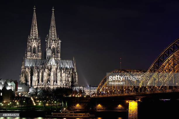 Germany, North Rhine-Westphalia, Cologne, Cologne Cathedral and Hohenhollern Bridge over the Rhine river by night