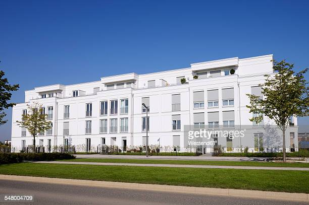 Germany, North Rhine-Westphalia, Cologne, newly built multi-family house at development area