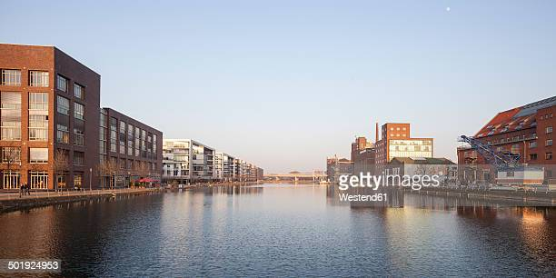 germany, north rhine-westphalia, duisburg, inner harbour, view to office buildings, kueppersmuehle and werhahnmuehle - duisburg imagens e fotografias de stock