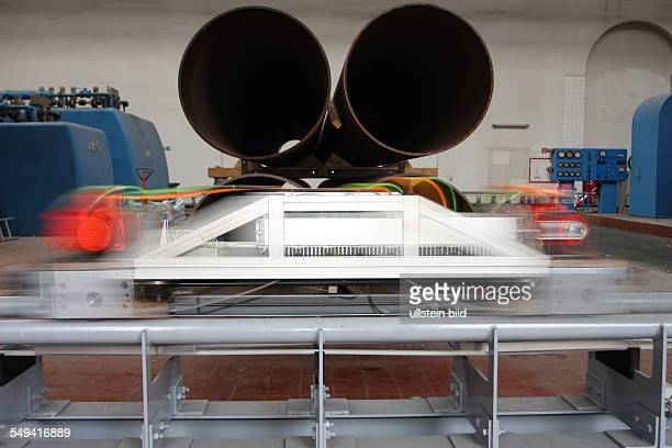 Germany, NRW, Bochum: The Cargo Cap 1:2 research model on the 125 m long test track in the power station of RWE Power AG