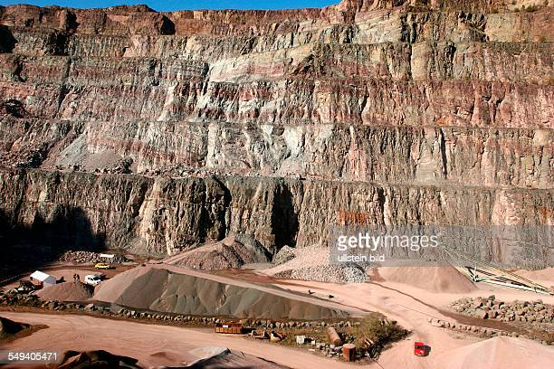 Germany, NRW, Hagen Ambrock: At the quarry of Ambrock you can see red-colored Brandenberg layers