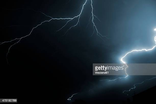 germany, offenbach, lightning at night - gewitterblitz stock-fotos und bilder