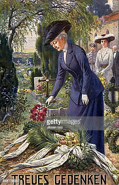 Patriotic postcards from WW I Empress Auguste Viktoria is laying a wreath at the grave of a killed German civilian who died during the Russian...