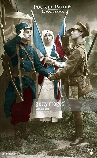 Patriotic postcards from WW I French officer and soldier shaking hands 'Pour La Patrie' 1914/15 Photographer ullstein Heinrich